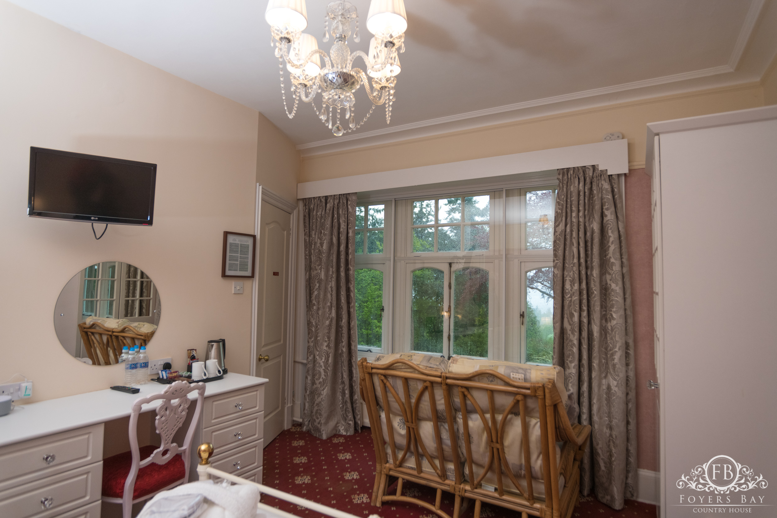 Room 3 - King Room with Loch Views